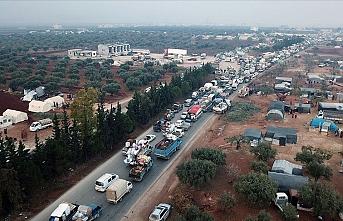 Binlerce kişi Türkiye sınırına göç etti