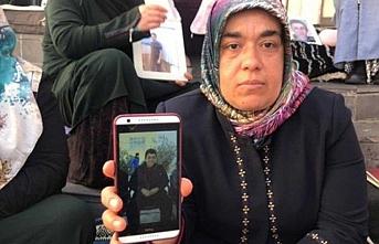 Diyarbakır annelerinin biri daha evladına kavuştu.. Erdoğan'dan tebrik