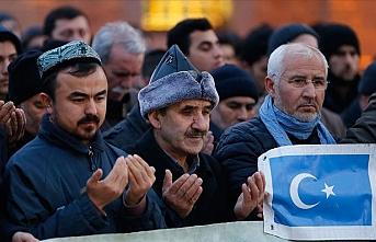 Hacı Bayram Camisi'nde eller Doğu Türkistan için duaya açıldı
