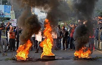 Hindistan'da yaşayanlar yeni vatandaşlık yasasını protesto ediyor