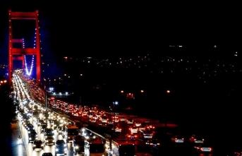 İstanbul'da yağışlı hava trafik yoğunluğu oluşturdu