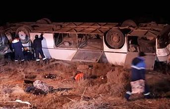 Kazakistan'da yolcu otobüsü devrildi: Çok sayıda ölü ve yaralı var