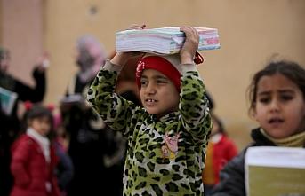 Şanlıurfa'dan Tel Abyad'da 300 öğrenciye ders kitabı
