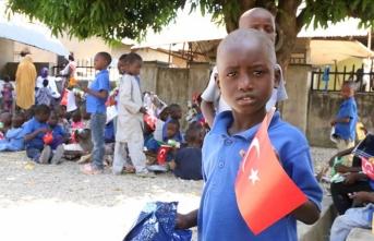 Türk hayırseverlerden Nijerya'daki Türk okuluna yardım