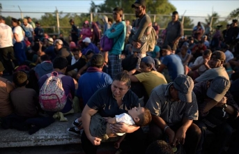 ABD'ye gitmek için yola çıkan binlerce göçmen Meksika sınırına dayandı