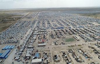 Arap aşiretler kefil oldu.. 400 DEAŞ üyesi Hol Kampı'ndan salıverildi