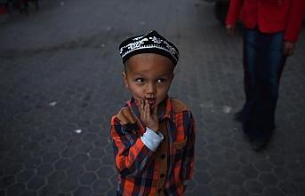 Çin ailelerinden ayırdığı yarım milyon Uygur çocuğu yatılı okula yerleştirdi