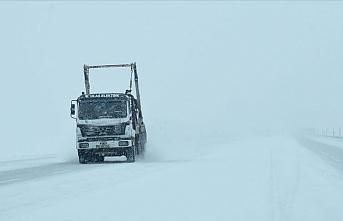 Doğu'da kar yağışı nedeniyle 465 yerleşim birimine ulaşım sağlanamıyor