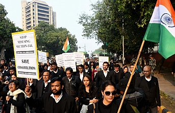 Hindistan Yüksek Mahkemesi avukatlarından Vatandaşlık Yasası'nı protesto