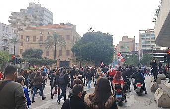 Lübnanlılar öfke haftası için yol kapattı