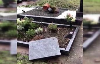 Müslüman mezarlarına çirkin saldırı: Tahrip edildi