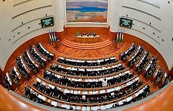Özbekistan'da, parlamentonun üst kanadı olan Senato üyeleri seçildi