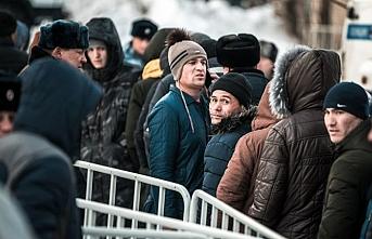 Özbeklerin Rusya'da kalma hakları 7 günden 15 güne çıkarılacak