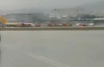 Sabiha Gökçen'de rüzgar yolcu uçağını savurdu