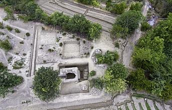 Stadyum yapmak için kazdılar, tarihi mezar buldular