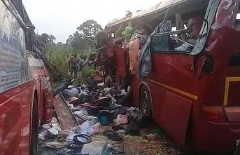 Yolcu otobüsleri çarpıştıı: 34 ölü