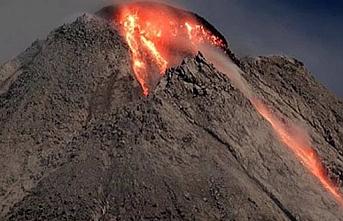 347 kişiyi öldürmüştü: Merapi yanardağında patlama