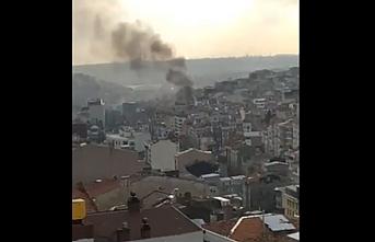 Beyoğlu Tarlabaşı'nda bulunan bir yapıda yangın çıktı..2 eve daha sıçradı