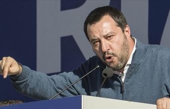 Düzensiz göçmenleri gemiden indirmeyen Salvini'nin yargılanmasının önü açıldı