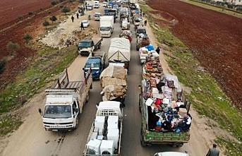 Edirne sınırına yaya ve otobüslerle göçmen akın ediyor
