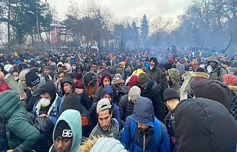 Göçmenler tampon bölgeden çıkış noktası bulunca akın etti