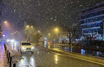İstanbul'da kar etkisini artırdı