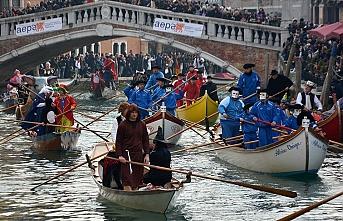 İtalya'da koronavirüs nedeniyle Venedik Karnavalı iptal edildi
