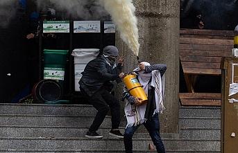 Kolombiyalı öğrenciler polisle çatıştı