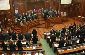 Kosova'da koalisyon hükümeti, yaklaşık 4 ay sonra güvenoyu aldı