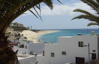 Kovid-19 salgını, Kanarya Adaları'nda 1000 turisti otele kapattı