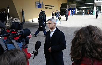 Londra Belediye Başkanı Sadiq Khan AB Komisyonu önünde