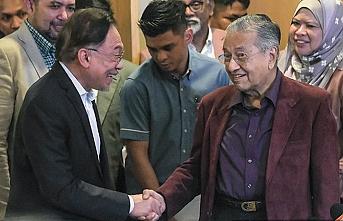 Malezya'da kaynayan siyaset kazanı - Mehmet Özay