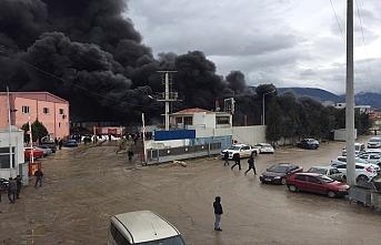 Manisa'da geri dönüşüm tesisinde yangın çıktı