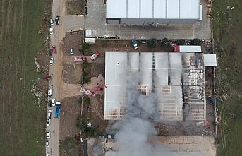 Manisa'da plastik fabrikasında yangın çıktı