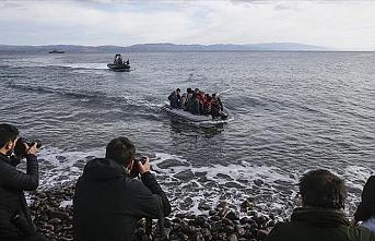 Sabah yola çıkan göçmenler şişme bot ile Midilli'ye ulaştı