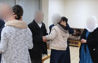 Siirt'te polisin iknası sonucu 2 terörist teslim oldu