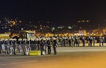 Yunanistan polisi göçmen yanlısı vatandaşlarla çatıştı