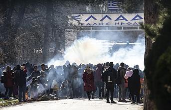 Yunanlardan göçmenlere biber gazlı karşılama