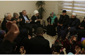 Cumhurbaşkanı Erdoğan'dan İdlib şehidinin evine taziye ziyareti