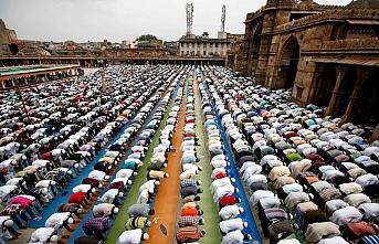 Dünya Müslüman Alimler Birliğinden cuma namazı fetvası: Durdurun