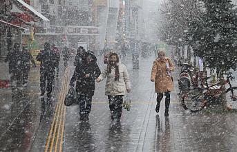 Düzce ve Bolu'da kar yağışı başladı