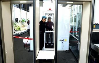 Endonezya koronavirüs nedeniyle vizesiz seyahat uygulamasını askıya aldı