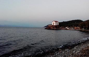 Göçmenler Skala Sikaminea sahilinde sabahlıyor