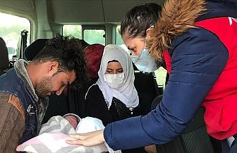 Gözünü göç yolunda açan bebek ve ailesine Türkiye sahip çıktı