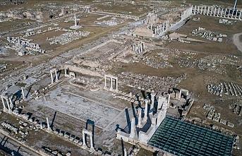 Helenistik döneme ait tek parça halinde güneş saati bulundu