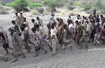 Husiler 4 Yemen askerini serbest bıraktı