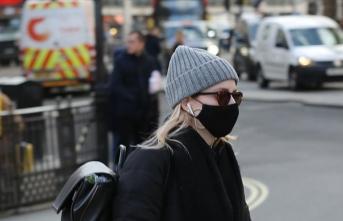 İngiltere'de Kovid-19 vakaları artarken, hükümetin tutumu eleştiriliyor