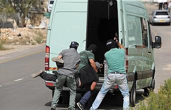 İsrail, aralarında Hamas yöneticilerinin de bulunduğu 15 Filistinliyi gözaltına aldı