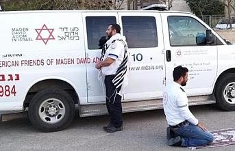 İsrail'de koronavirüs için çalışan Müslüman ve Yahudi tıbbi servis çalışanlarından ilginç görüntü