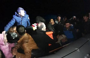 Kuşadası'nda botları su alan 24 sığınmacı kurtarıldı